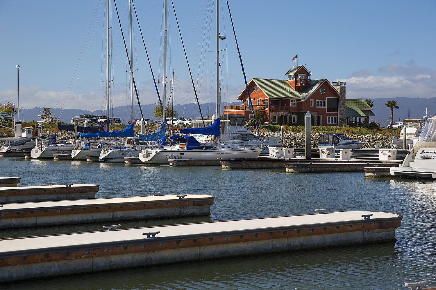 The cutting edge concrete rounded finger end pier designed by world-renowned marina builder. Bellingham Marine, has revolutionized the appearance of marinas around the world since its inception in 2007.
