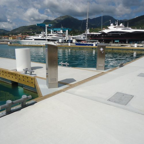 Custom power pedestals were designed especially for Marina di Loano.