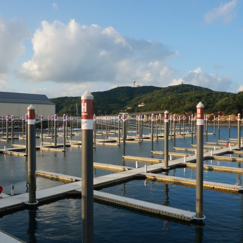 The Unifloat concrete pontoons and piling were custom engineered to meet the unique requirements of the site.